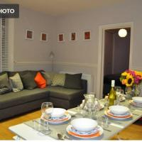 Spacious 2 bed Flat with private parking