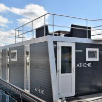 Cosy floating boatlodge Athene