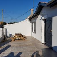 """Maison """"Arcachonaise"""" rénovée - 4 PERS -250 de la plage de l'Aiguillon"""