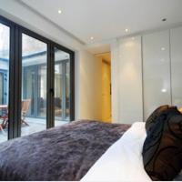 Modern 2 Bedroom Private Flat & Spacious Garden