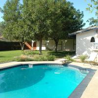 O'Leary's Cabin on Rivergate Estate with pool in Hollywood