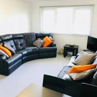 Modern 2 Bed Apartment Near Beach & River Don