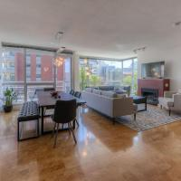 1300 sq/ft 3 BED 2 BA KING BED, PARKING, DOWNTOWN!
