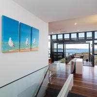 'Beach House 7' 26 One Mile Close - air conditioned, wifi, foxtel, linen