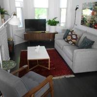 Home - 3 Bedrooms + Parking !