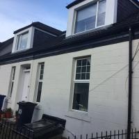 Crossroad Bungalow Luxury Rooms and Apartment near Glasgow Airport
