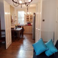 Charming Victorian apartment for 4 people