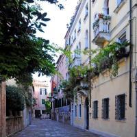 Sestiere di Santa Croce Apartment Sleeps 5 Air Con