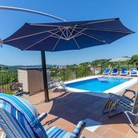 Caules Villa Sleeps 8 Pool WiFi