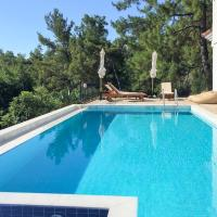 Samik Villa Sleeps 4 Pool Air Con WiFi