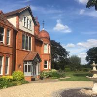 The Penthouse - Luxury Village Retreat