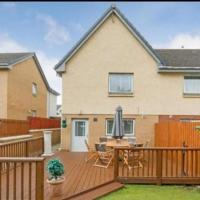 Silverburn new house with free parking and nice garden