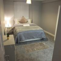 Super Central Apt next to Station - Sleeps 7