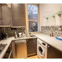 Newly refurbished flat, for 6 near Abbey Road