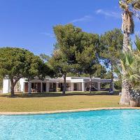 Sant Francesc de s'Estany Villa Sleeps 12 Pool