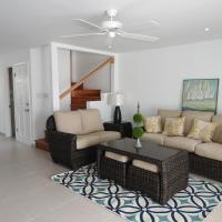 Updated 2 bedroom villa close to the beach