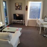 Whole storey 2 Bedrooms+Kitchen+Living room in Glen Waverley