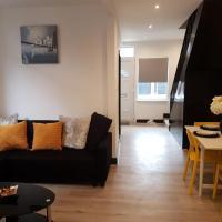 Southend-on-Sea Apartment Sleeps 7 WiFi