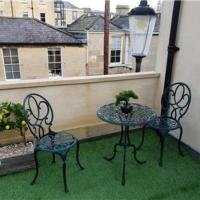 Roof top garden! 4 bedrooms 3 bathrooms! Perfect for your family!