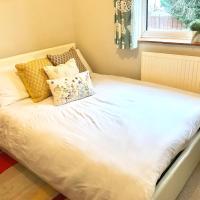 Lovely bedroom in Slough