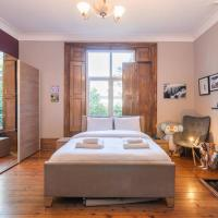 Home for 4 near Greenwich by GuestReady