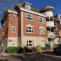 Hartford Court, East Cliff, Bournemouth. Walk to beach and town