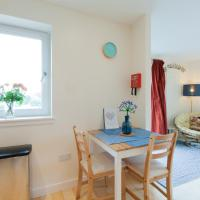Arthur's Seat-view apartment with Free Parking