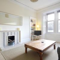 Spacious & bright two bed flat beside Arthur Seat