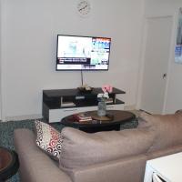 Varitsa Suites - Newly renovated modern 2BD, Cozy basement unit