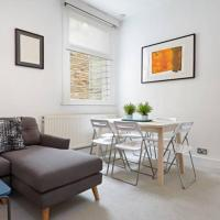 Perfectly located Chiswick 2 bed garden + parking