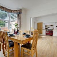 Ilfracombe Villa Sleeps 12 WiFi
