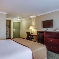 Howard Johnson by Wyndham Reseda Hotel & Suites
