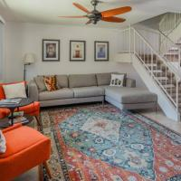 Spacious 4BR Townhouse by Old Town by WanderJaunt