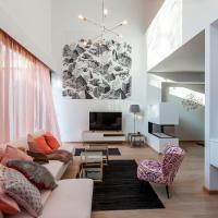 Unit 4 - Spacious Smart Home Triplex Private Garden & Parking