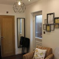 Smart Self-contained Cosy Studio with own entrance