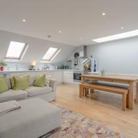2 bedroom Apartment Hammersmith Grove sleeps 4