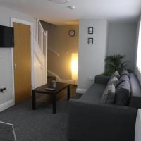 1 Bed, 6 Person Apartment by City Centre + Parking