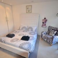 Canal Side Apartment MK