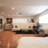 Private Beverly Hills Studio with Parking