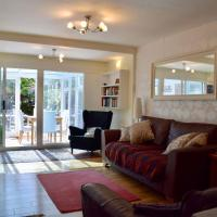 Lovely Central 3 Bedroom Home with a Garden