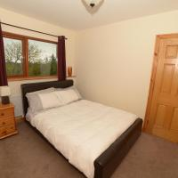 Fernhill Rise - Shared entrance and private bedroom/bathroom