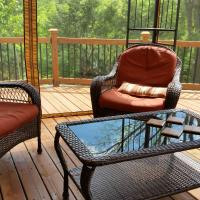 3 BR Rustic Forest Escape, Starved Rock Park Area