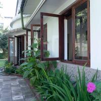 Don's Lounge & Villa