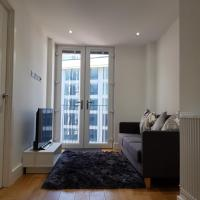 Cosy Modern Apartment with View of Sutton
