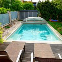 House in Prague with pool - near to subway & nature