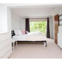 Oxford Holiday Home for 8 Parking, HUGE Garden! (booking.com)