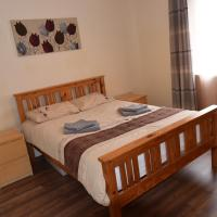 Spacious double bedroom in a beautiful flat