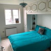 Bright Home near Canary Wharf!