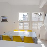 Modern 3 Bed With Roof Terrace, Putney by GuestReady