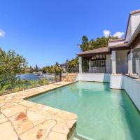 Rustic Retreat - Waterfront 4 Bedroom Holiday Home